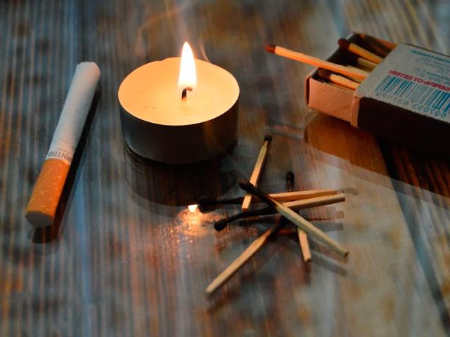 Приворот на сигарете со свечами